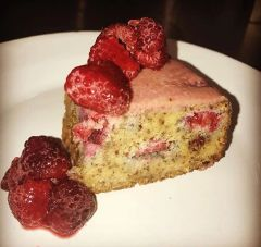 Raspberry Mudcake 1 kilo loaf tin