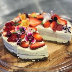 Organic Strawberry Raw Cake
