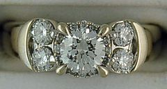 Ladies 1ctw Round Cut Diamond Engagement Ring