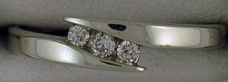 1/10ctw Diamond Cross-over Band