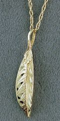 """18"""" Link Chain with a Leaf Pendant"""