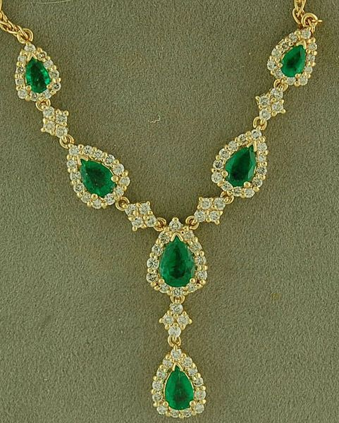 3-1/2ctgw Emerald and Diamond Necklace