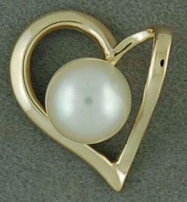 7.8mm Pearl Heart Pendant