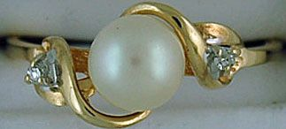 Ladies Pearl and Diamond Ring