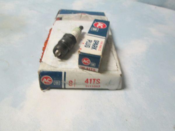 41TS AC SPARK PLUGS NEW