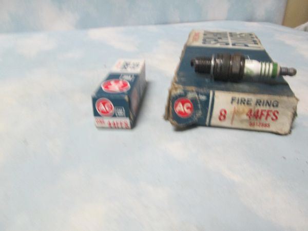 44FFS AC SPARK PLUGS FIRE RING W 4 RINGS 8 PLUGS