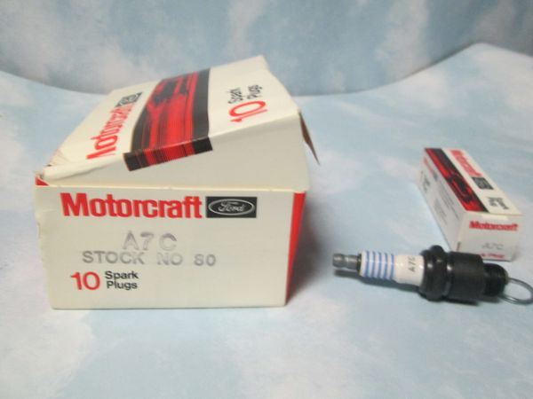A7C MOTOCRAFT SPARK PLUGS BOX OF 10 1937-1960 CHEVY OLDSMOBILE HUDSON STUDEBAKER CARS GMC TRUCK WILEYS NEW