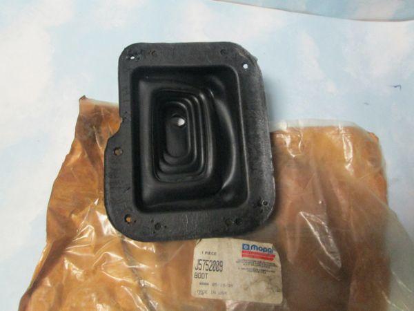 J5752009 TRANSFER CASE SHIFTER BOOT NOS