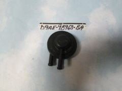 D9AE-9B963-BA FORD CANISTER PURGE VALVE OEM