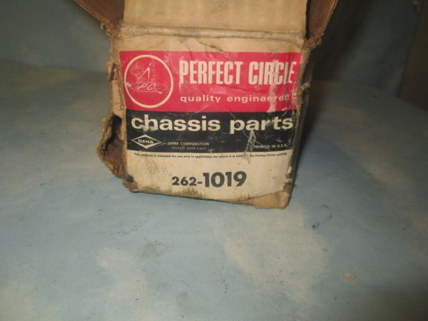 262-1019 GENIUNE PERFECT CIRCLE DANA KING PIN SET NOS