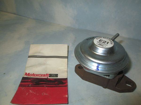CX-1232 MOTORCRAFT ESCORT EGR VALVE NEW