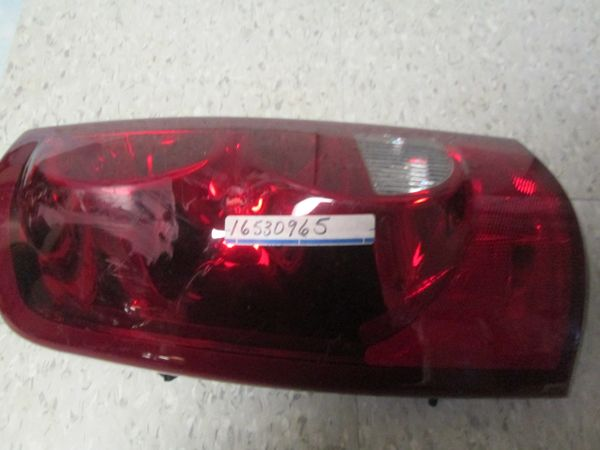 16530965 GM CHEVROLET SILVERADO 04- 06 LEFT REAR DRIVER TAIL LIGHT LENS NOS