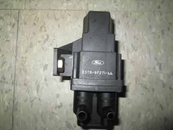 E3TB-9F271-AA FORD TANK SELECTOR VALVE 80-89 FORD F-SERIES E-SERIES RANGER OEM NEW