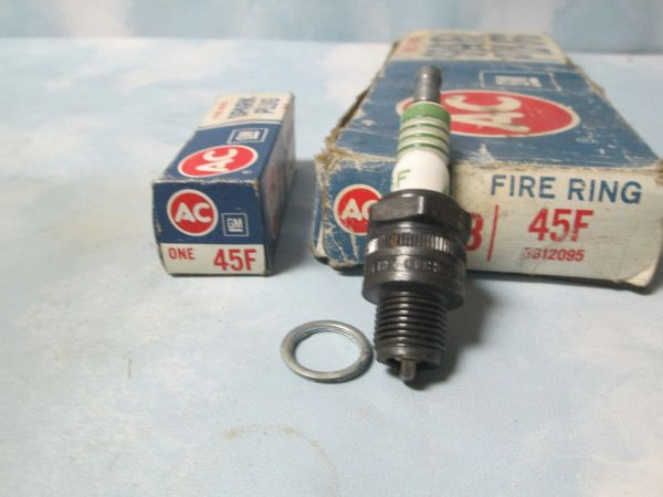 45F AC SPARK PLUGS 1947 THRU 1957 NEW SET OF 8 GREEN FIRE RINGS (4)