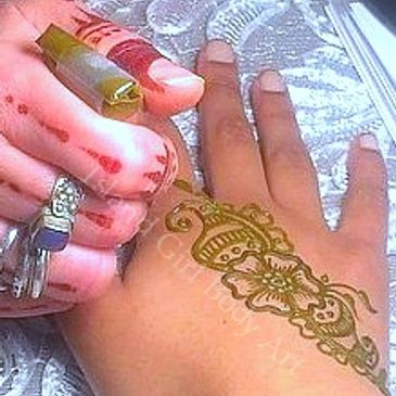 Island Girl is an expert at doing henna for large or small crowds.