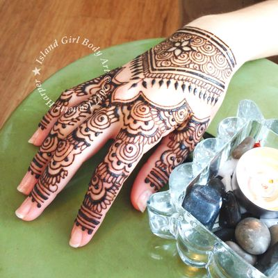 Island Girl's henna tattoos are made using organic ingredients that are safe for the skin.