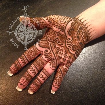 Henna body art with Island Girl