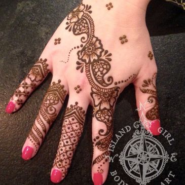 What is henna body art and how to take care of a henna design.