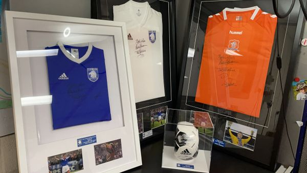 Raffle for signed white Sons of Struth training top by Ian Durrant and Andy Goram.