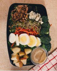 Chicken Tender & Florida Strawberry Salad Monday Delivery