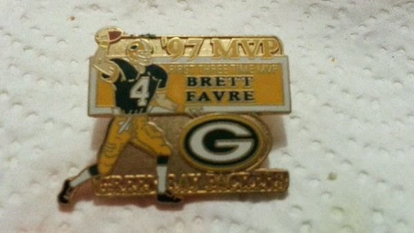 GREEN BAY PACKERS BRETT FAVRE 1ST 3X MVP LAPEL PIN NFL