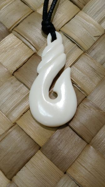 Makau - Fish Hook - Bone Carving