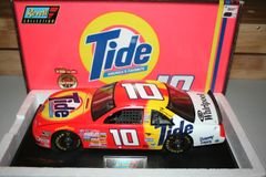 1997 Revell 1/18 #10 Tide Detergent Ford Thunderbird Ricky Rudd CWC