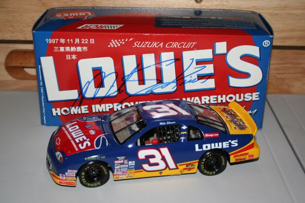 1997 Action 1/24 #31 Lowe's Home Improvement Japan Race Chevy MC Mike Skinner CWC AUTOGRAPHED