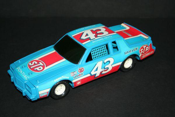 Ertl 1/25 #43 STP Son of a Gun 1983 Pontiac Richard Petty CWC LOOSE
