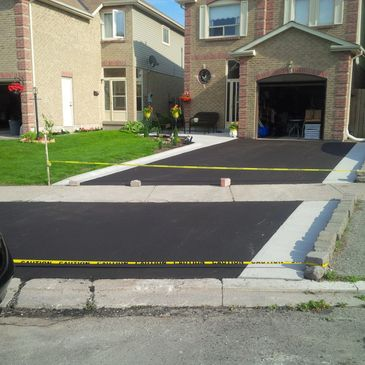 Driveway concrete Curb Paving Oshawa, Whitby, Ajax, Markham, Scarborough, Courtice, Bowmanville, Newcastle, Port Hope, Coburg
