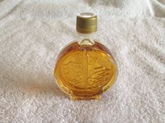 1.68 oz/50 ml glass maple leaf medallion