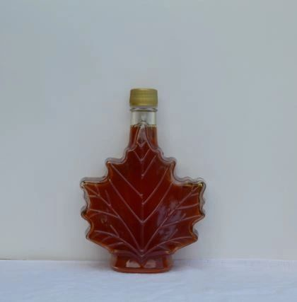 500 ML pure Vermont maple syrup, glass maple leaf.