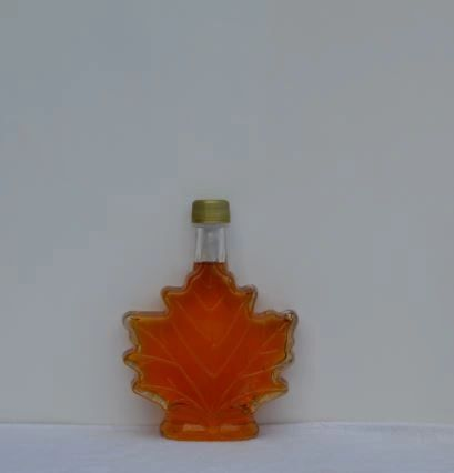 100 ML/3.38 fl. oz. glass maple leaf