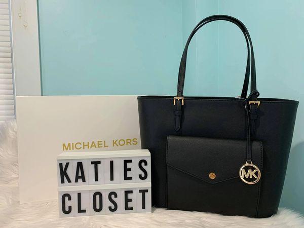 BLACK & GOLD MICHAEL KORS SHOULDER BAG