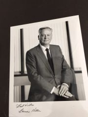 BARRON HILTON SIGNED PHOTO OF NAMESAKE OF HILTON HOTEL CHAIN