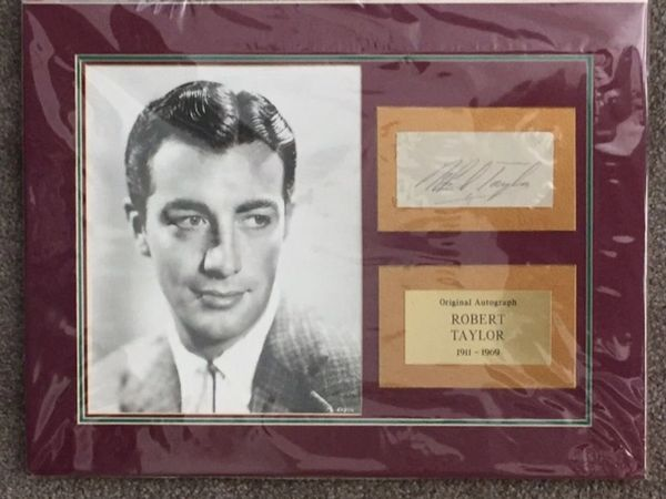 ACTOR ROBERT TAYLOR SIGNED MUSEUM QUALITY ENSEMBLE DOUBLE MATTED