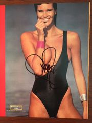 ELLE MACPHERSON HAND-SIGNED SEXY SWIMSUIT PHOTO SUPER MODEL & ACTRESS 1990 BY ROBERT HUNTZINGER