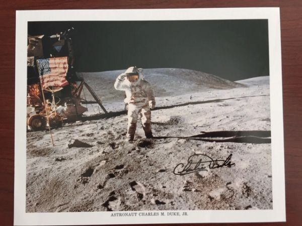 CHARLES DUKE SIGNED 8 X 10 PHOTO ON THE MOON, ASTRONAUT, APOLLO 16