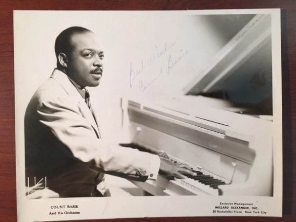 COUNT BASIE SIGNED 10 x 8 JAMES J. KRIEGSMANN PUBLICITY PHOTOGRAPH
