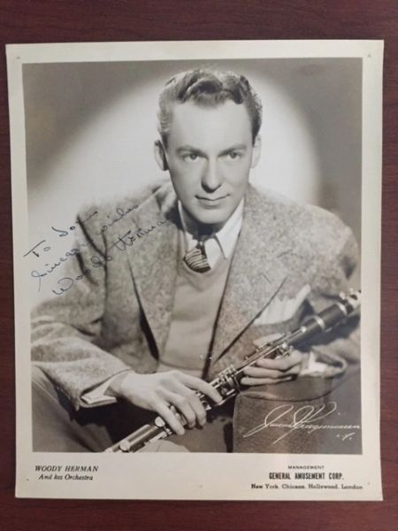 WOODY HERMAN SIGNED VINTAGE JAMES DE KRIEGSMANN PHOTO, BIG BANDS