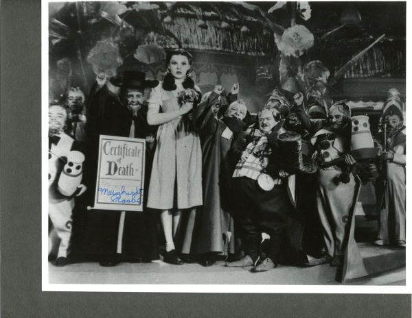 WIZARD OF OZ MEINHARDT RAABE SIGNED 10 X 8 MUNCHKIN PHOTO WITH JUDY