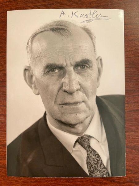ALFRED KASTLER SIGNED PHOTO, FRENCH PHYSICIST, NOBEL PRIZE 1966, LASERS