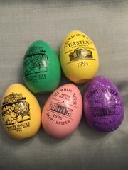 BILL AND HILLARY CLINTON FACSIMILE SIGNED LOT OF FIVE WHITE HOUSE SOUVENIR WOODEN EASTER EGGS