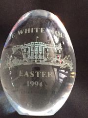 BILL AND HILLARY CLINTON OFFICIAL 1994 WHITE HOUSE GLASS EASTER EGG