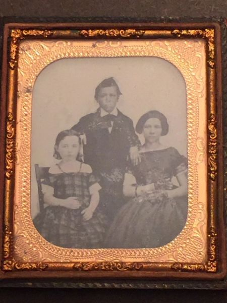 ANTIQUE AMBROTYPE PHOTOGRAPH 1/9TH PLATE OF BOY, GIRL AND WOMAN C. 1860