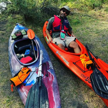 Kayak Guide Troy Miller getting ready to head down the Williamson River.