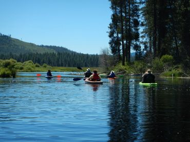 Guided Kayak tour heading down the Williamson River in Oregon. Kayak Rentals in Klamath County.
