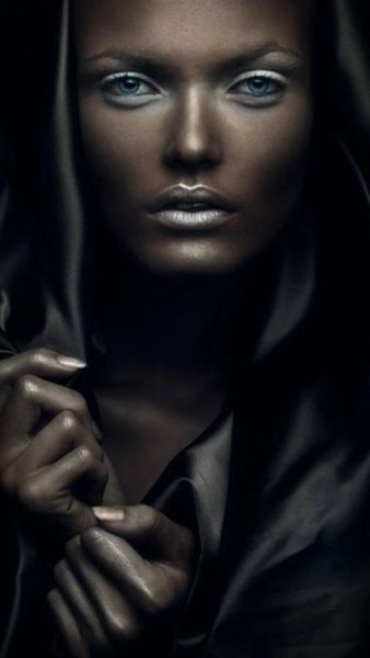 Level 7 Female Psy Vampire - Youth, Mind Control, Make New Friends, and Find Love!