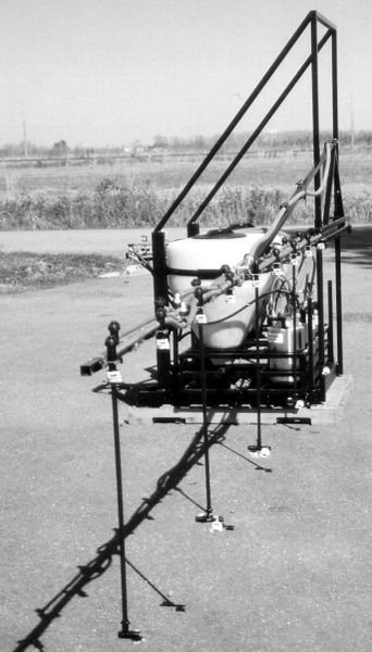 T-OSCMB8 -Tractor mounted eight nozzle, three section boom