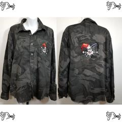 Wrangler XL Gray Camouflage Shirt Distressed Frayed DC Comic Jester Applique
